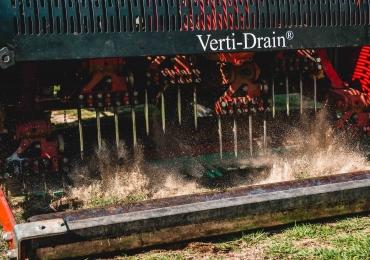 Stacheln, Verti-Drain und Striegeln